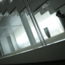 Polycarbonate profile to join glass panels