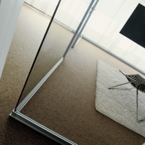 Angolo vetro-vetro con biadesivo