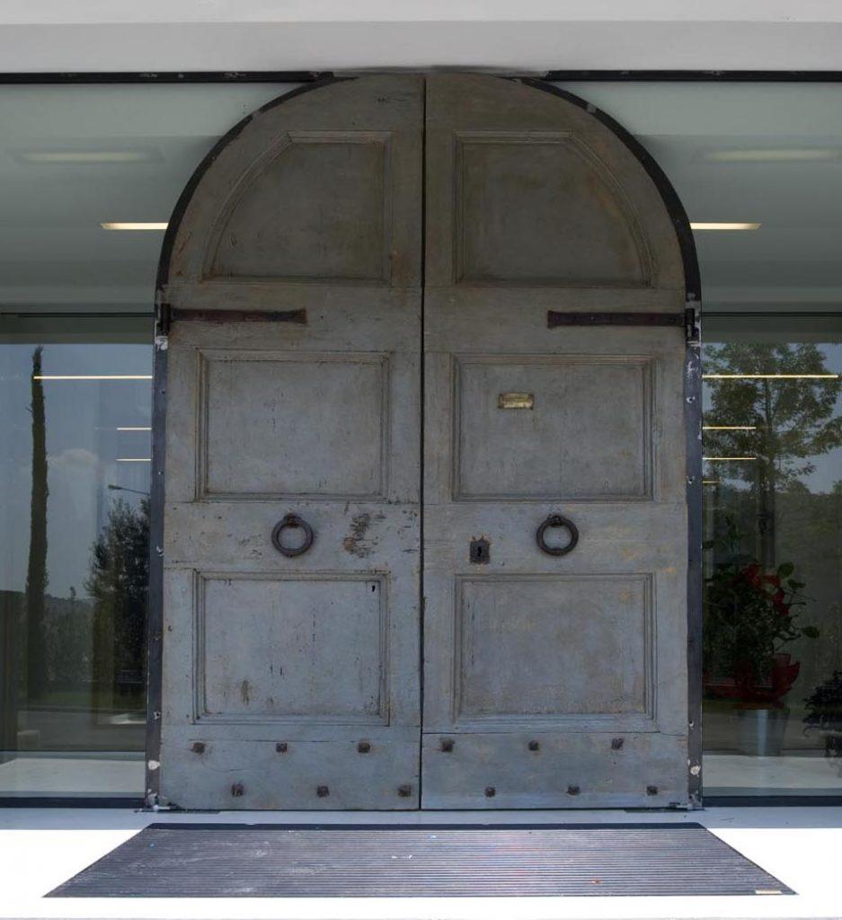 parete che in soli 5 cm. di spessore contenesse due vetri stratificati sbattentati